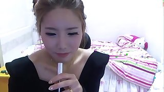 Asian slim solo girl dancing on the webcamera