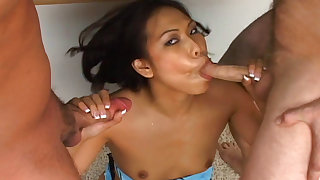 Sexy asian likes to swallow