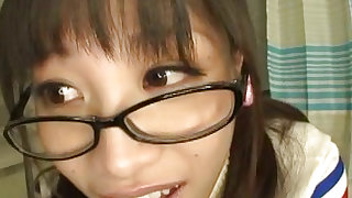 Bespectacled darling amazes with skillful blowjob